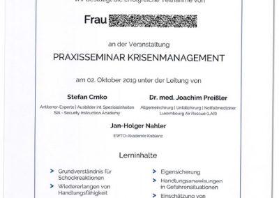 Praxisseminar Krisenmanagement 2019 | Uni-Koblenz: Das offizielle Teilnahmezertifikat über das sich viele der Seminarteilnehmer/innen gefreut haben.