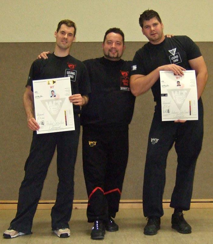 Sifu André mit Sifu Jan-Holger Nahler und Andreas Schilbach nach frisch bestandenem 1. Lehrergrad (1. Technikergrad) 2006